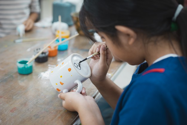 asian-child-girl-friends-are-concentrating-paint-ceramic-glass-with-oil-color-together-with-fun-kids-arts-crafts-creative-activity-class-school_7186-3287